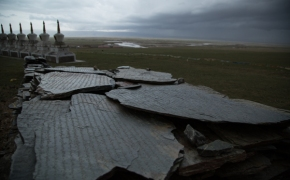 Maybe time for a few more photos before the rain... Qinghai Lake